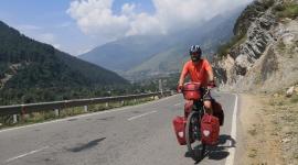 Niezmordowany podróżnik przejechał rowerem przez Himalaje. Pokonał 1300 km Styl życia, LIFESTYLE - Marcin Korzonek przez ponad miesiąc przemierzał samotnie w Indiach najwyższe pasmo górskie świata.