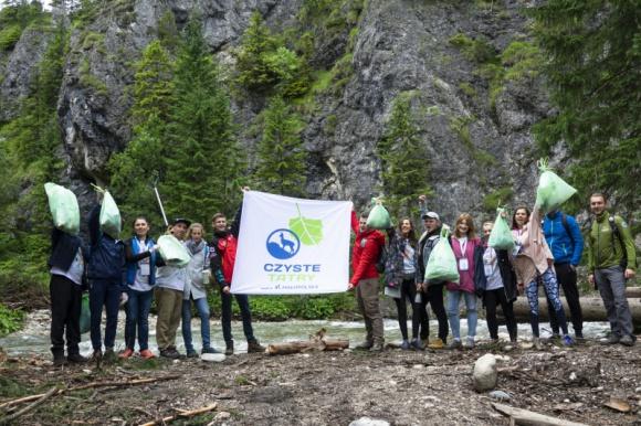 Sprzątamy Tatry po raz ósmy! Styl życia, LIFESTYLE - Już po raz ósmy w ramach projektu Czyste Tatry wolontariusze ruszą na szlaki, by posprzątać góry.