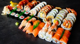Noc Sushi w Grudziądzu Styl życia, LIFESTYLE - Otwarty w marcu bar Koku Sushi w Grudziądzu szykuje się do swojej pierwszej Nocy Sushi. Zaplanowano ją na 9 maja. To impreza, która w innych miastach ściąga setki fanów azjatyckiej kuchni, a wejściówki na nią rozchodzą się na pniu.