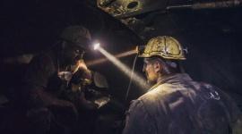 """""""Czarna robota"""" w obiektywie. Nowa wystawa w Bytomiu Sztuka, LIFESTYLE - Dziesiątki godzin ciężkiej pracy w ekstremalnych warunkach. Tak wygląda codzienność śląskich górników, którą na swoich zdjęciach uwiecznił Piotr Zwarycz, laureat Grand Press Photo i strażak. Wystawę """"Górnicy - szolą w dół"""" będzie można oglądać od 2 października w Agorze Bytom."""