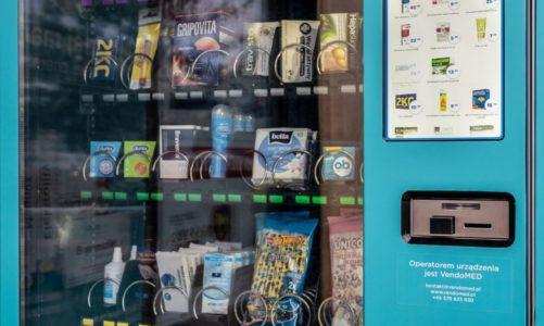 Całodobowy automat oferujący produkty pierwszej potrzeby